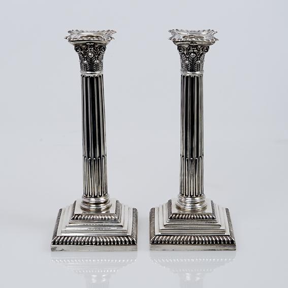 Antiek Engels zilveren kolommenkandelaars